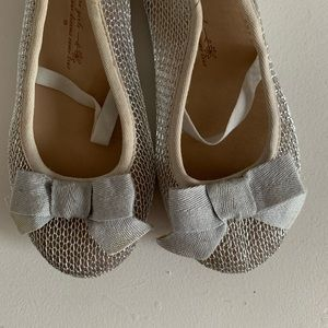 ZARA| Toddler Silver flats with bow- Size 9.5
